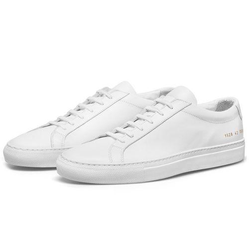 74331c34106d54 Fang am besten mit einem ganz einfachen, weißen Paar an. Sneakers sind  gemütliche Freizeitschuhe, die du aber auch in vielen Jobs ohne Probleme  tragen ...