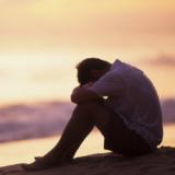 Liebeskummer? 3 effektive Tipps, um Herzschmerz schnell zu überwinden