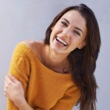 10 Tipps, um eine Frau zum Lachen zu bringen (und warum es absolut unnötig ist)