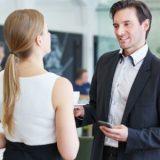 Verliebt in Kollegin? 3 goldene Regeln, um deine Arbeitskollegin ERFOLGREICH zu verführen